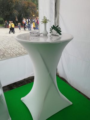 Стол фуршетный круглый со скатертью