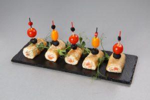 Блинчики с лососем и мягким сливочным сыром