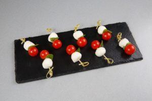 Канапе с моцареллой, помидором черри и микрозеленью