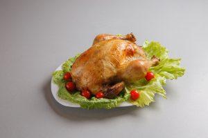 Курица запеченная целиком с апельсином и сельдереем